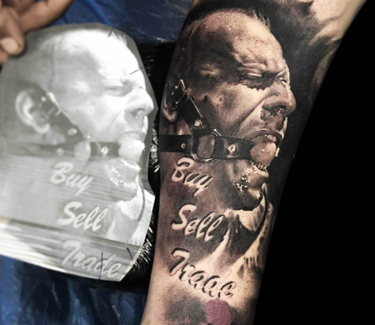 a524cc78b959b black and gray bruce willis in pulp fiction tattoo by ezequiel samuraii