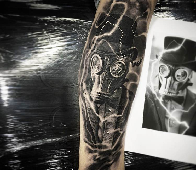 man with gas mask tattoo by ezequiel samuraii post 19370