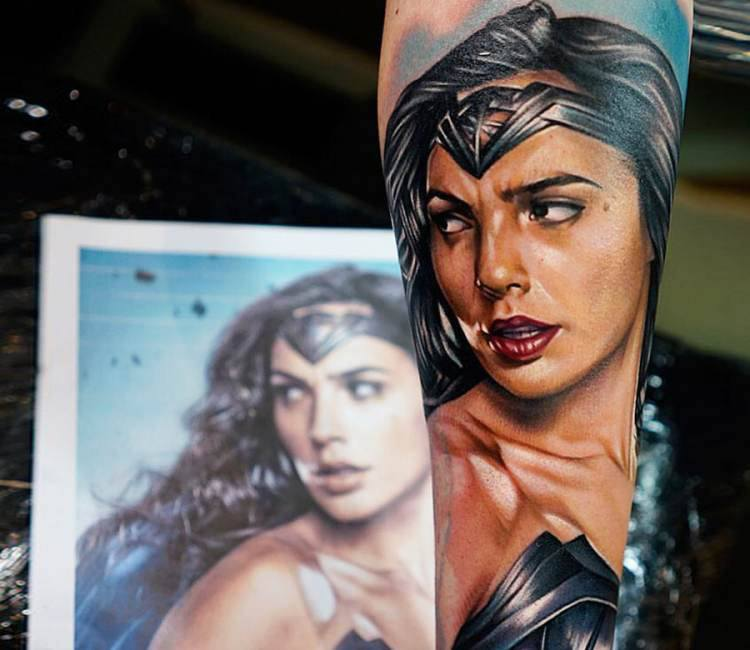 Tattoo Woman Photo: Wonderwoman Tattoo By Khan Tattoo