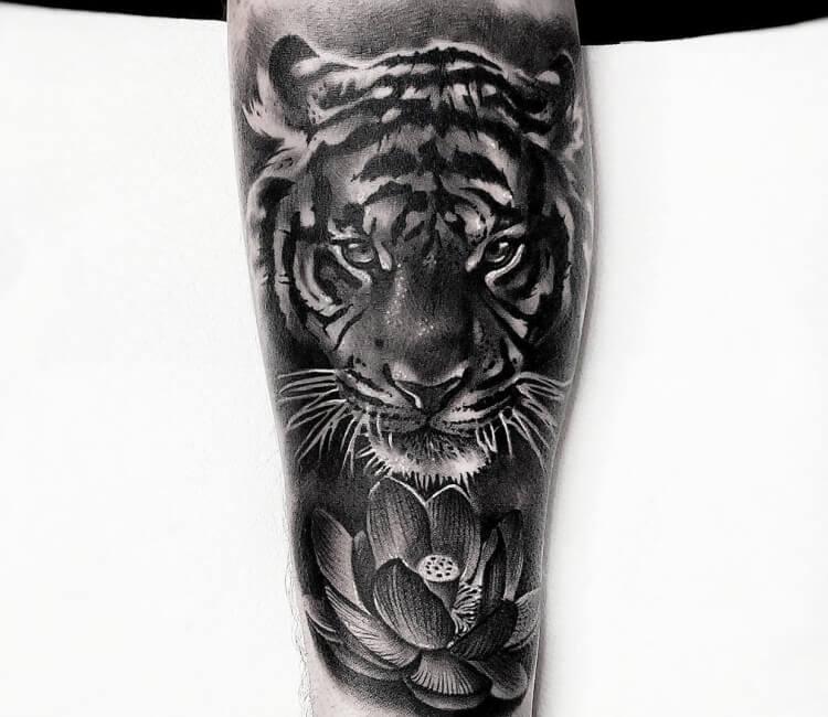 ab4d6ec8164b3 black and gray tiger tattoo by lukash tattoo
