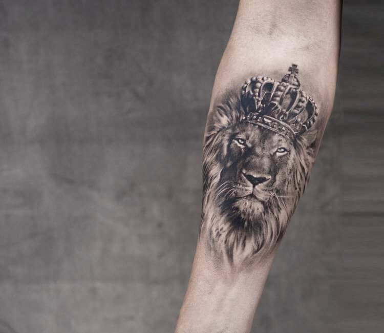Lion King tattoo by Niki Norberg