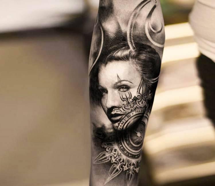 e53543f50b1e0 black and gray woman face tattoo by oscar akermo